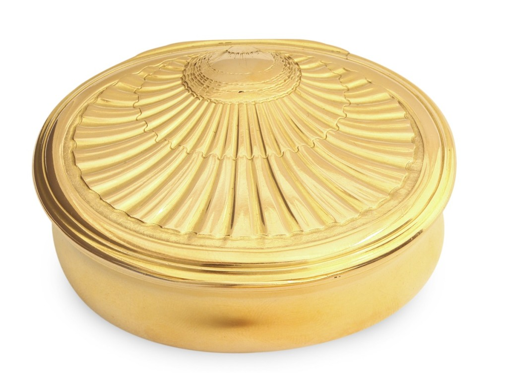 Oval Gold Box with Shell Design