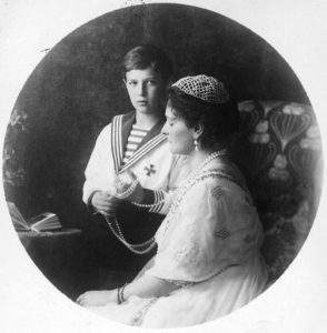 1913 photograph of Empress Alexandra and her son, Alexei, playing with her pearls